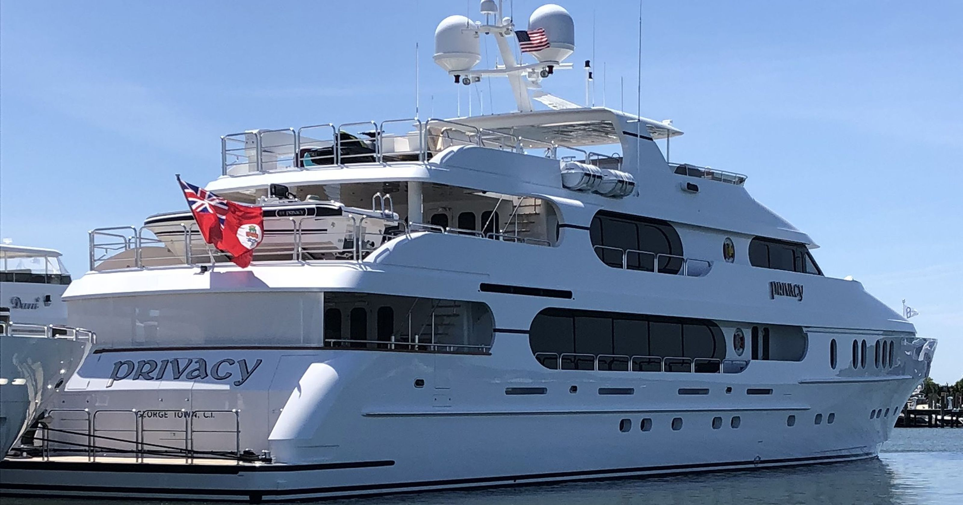 what is the worth of tiger woods yacht and his net worth